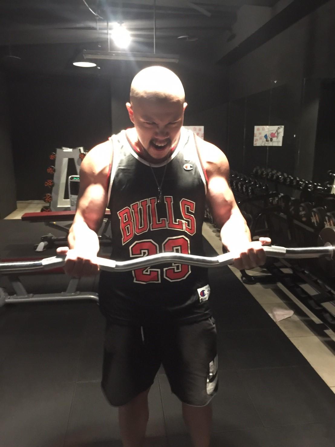 台中健身覺醒健身:【健身穿著搭配訓練】獲得更有效益